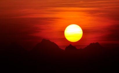 Sunrise while exploring Kausani & Nainital